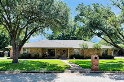 Fort Worth Single Family Home For Sale: 5525 Full Moon Drive