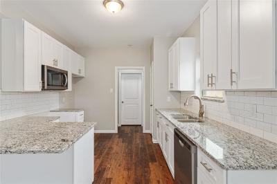 Fort Worth Single Family Home For Sale: 1229 E Harvey Avenue
