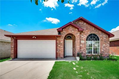 Grand Prairie Single Family Home For Sale: 1023 Carlsbad Drive