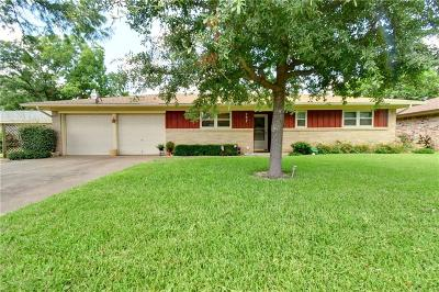 Euless Single Family Home For Sale: 207 Primrose