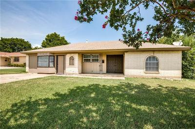 Euless Single Family Home For Sale: 215 Primrose