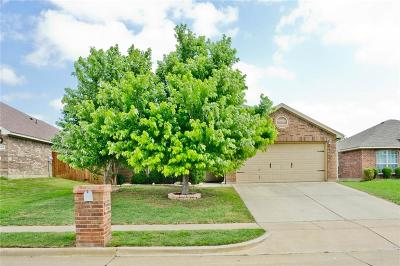 Saginaw Single Family Home For Sale: 656 Fossil Wood Drive