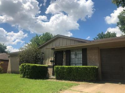 Dallas Single Family Home For Sale: 6493 La Grange Drive