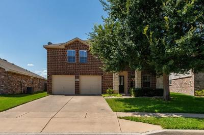 Fort Worth Single Family Home For Sale: 8417 Star Thistle Drive