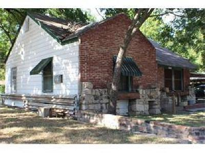 Cleburne Single Family Home For Sale: 204 W Harrell Street