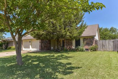 Arlington Single Family Home For Sale: 711 Running Creek Drive