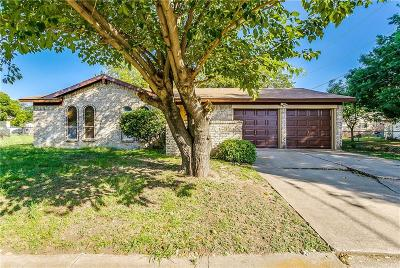 Burleson Single Family Home For Sale: 704 SW Hillside Drive