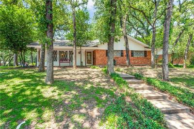 Hurst Single Family Home For Sale: 1001 Forest Oaks Lane