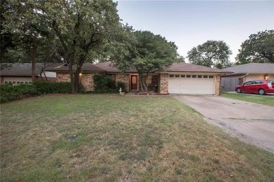 Tarrant County Single Family Home For Sale: 5618 Trail Lake Drive