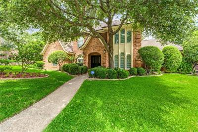Tarrant County Single Family Home For Sale: 821 Mayfair Hill Court