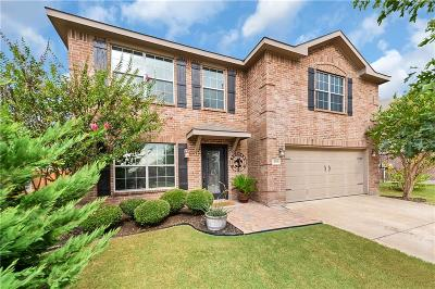 Krum Single Family Home Active Contingent: 319 Saddlebrook Drive