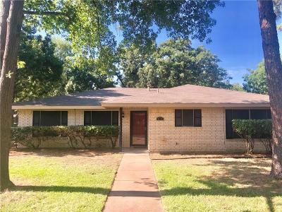 Hurst Single Family Home For Sale: 913 Bedford Court W