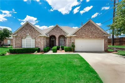 Grapevine Single Family Home For Sale: 1857 Glen Wood Drive