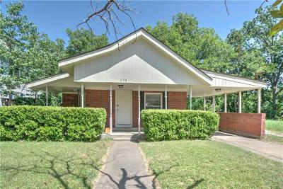 Cleburne Single Family Home Active Contingent: 208 Williams Avenue