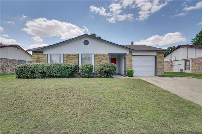 North Richland Hills Single Family Home For Sale: 6952 Southampton Drive