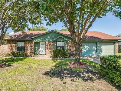 Tarrant County Single Family Home For Sale: 7025 Bennington Drive