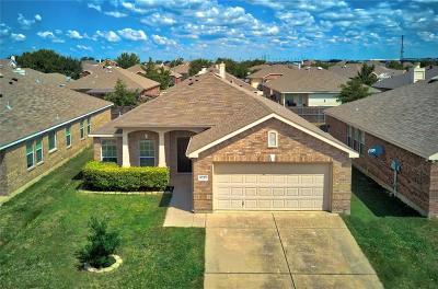 Fort Worth Single Family Home For Sale: 6217 Chalk Hollow Drive