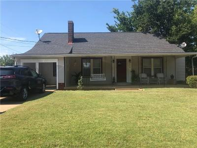 Mineral Wells Single Family Home Active Contingent: 410 NW 23rd Street