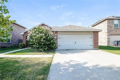 Fort Worth Single Family Home For Sale: 5604 Talons Crest Circle