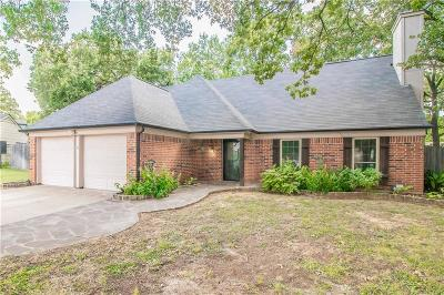 Euless Single Family Home For Sale: 402 Knoll Wood Court