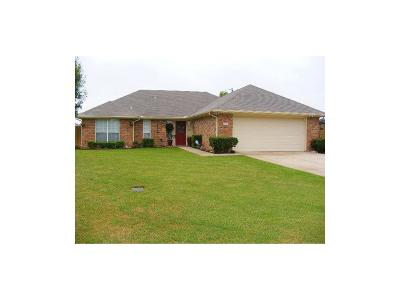 Van Alstyne Single Family Home For Sale: 709 Maple Circle
