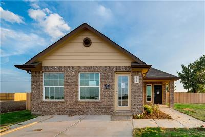 Ennis Single Family Home For Sale: 1606 Blue Jay Drive