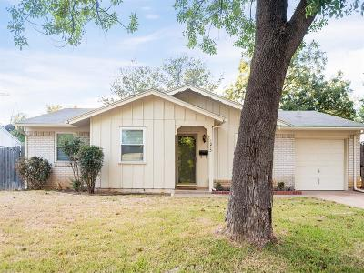 Euless Single Family Home For Sale: 1215 Aransas Drive