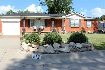 Bedford Single Family Home For Sale: 912 Dora Street