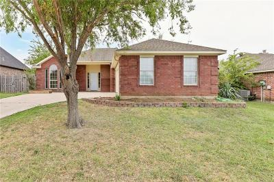 Krum Single Family Home For Sale: 208 Cory Court