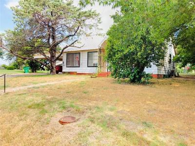 Comanche Single Family Home Active Option Contract: 605 E Highland Avenue