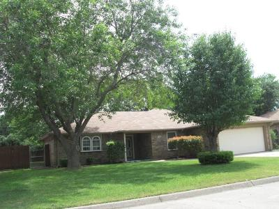 Keller Single Family Home For Sale: 218 Meadowbrook Lane