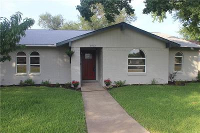 Garland Single Family Home For Sale: 1813 Castle Drive