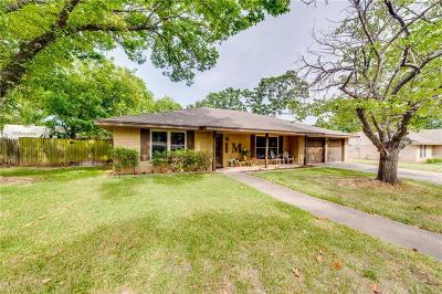Midlothian Single Family Home For Sale: 1427 Meadow Lane
