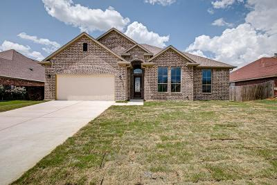 Ennis Single Family Home Active Option Contract: 1805 Jupiter Lane