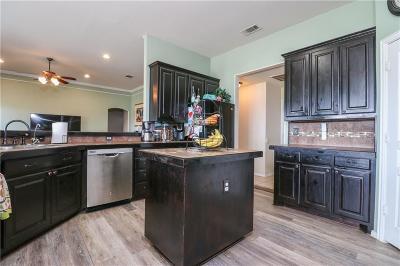Burleson Single Family Home For Sale: 900 Joshua