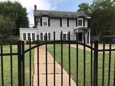 Single Family Home For Sale: 4942 Gaston Avenue