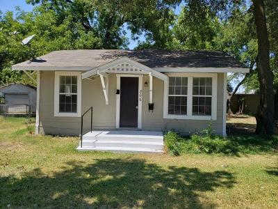 Johnson County Single Family Home For Sale: 806 W Chambers Street