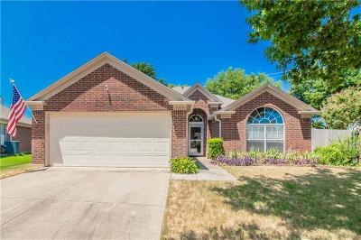 Euless Single Family Home For Sale: 203 Valley Court
