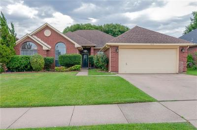 North Richland Hills Single Family Home For Sale: 6828 Dogwood Lane