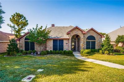 Lewisville Single Family Home For Sale: 915 Royal Oaks Drive