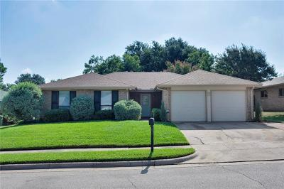 Bedford Single Family Home For Sale: 3216 Emerald Street
