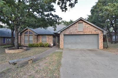 Azle Single Family Home For Sale: 736 High Crest Drive