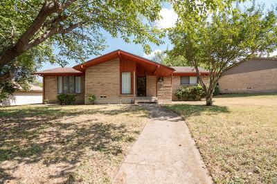 Dallas Single Family Home For Sale: 6912 Clearglen Drive