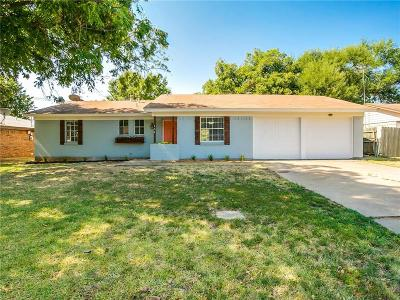 Tarrant County Single Family Home For Sale: 404 E Bovell Street