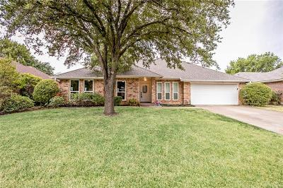 Tarrant County Single Family Home For Sale: 8828 Ashcraft Drive