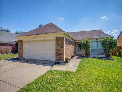 Fort Worth Single Family Home For Sale: 3712 Huckleberry Drive