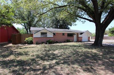 Tarrant County Single Family Home For Sale: 957 Dee Lane
