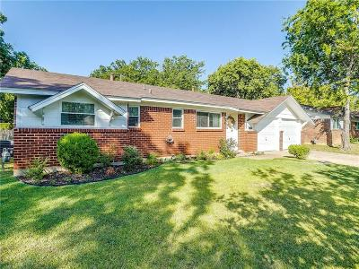 Johnson County Single Family Home For Sale: 233 NW Wintercrest Road