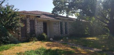Garland TX Single Family Home For Sale: $189,900
