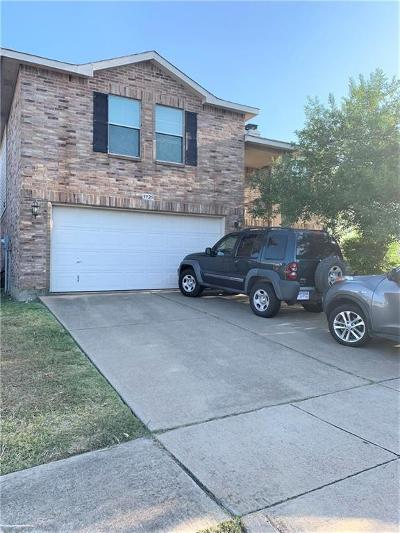 Fort Worth Single Family Home For Sale: 3925 Golden Horn Lane